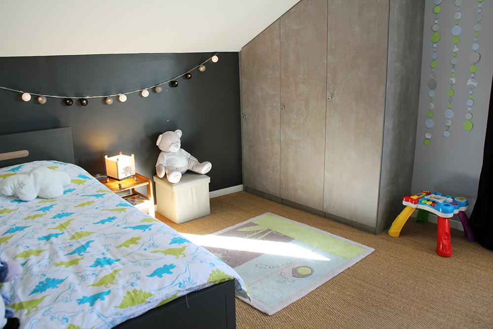 La chambre grise et verte de noah kopines for Chambre pour garcon de 2 ans