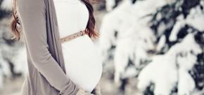 femme enceinte à la montagne