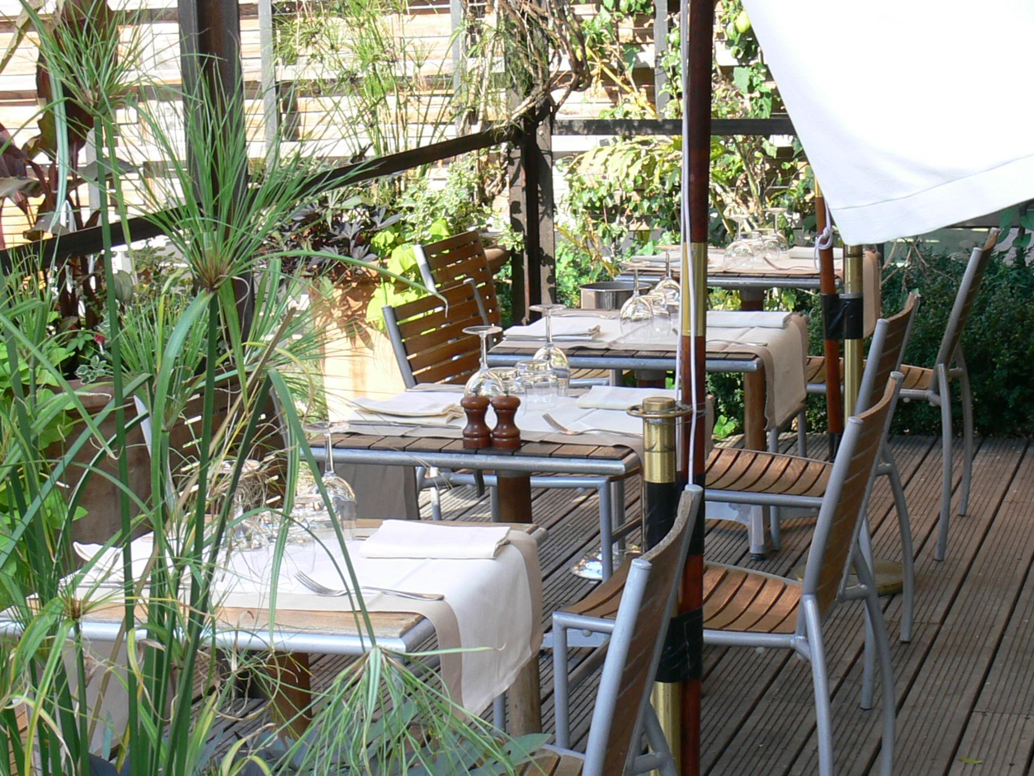 Restaurant la baleine paris au coeur du jardin des plantes - Restaurant paris avec terrasse jardin ...