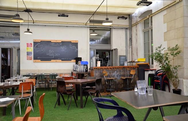 terrasse du café caché au 104
