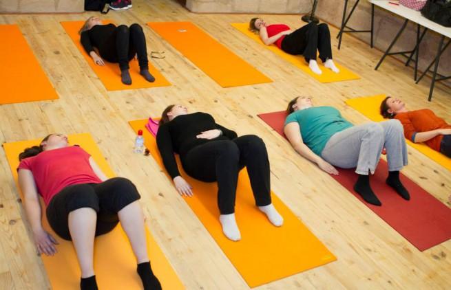 yoga pour mamans happy families